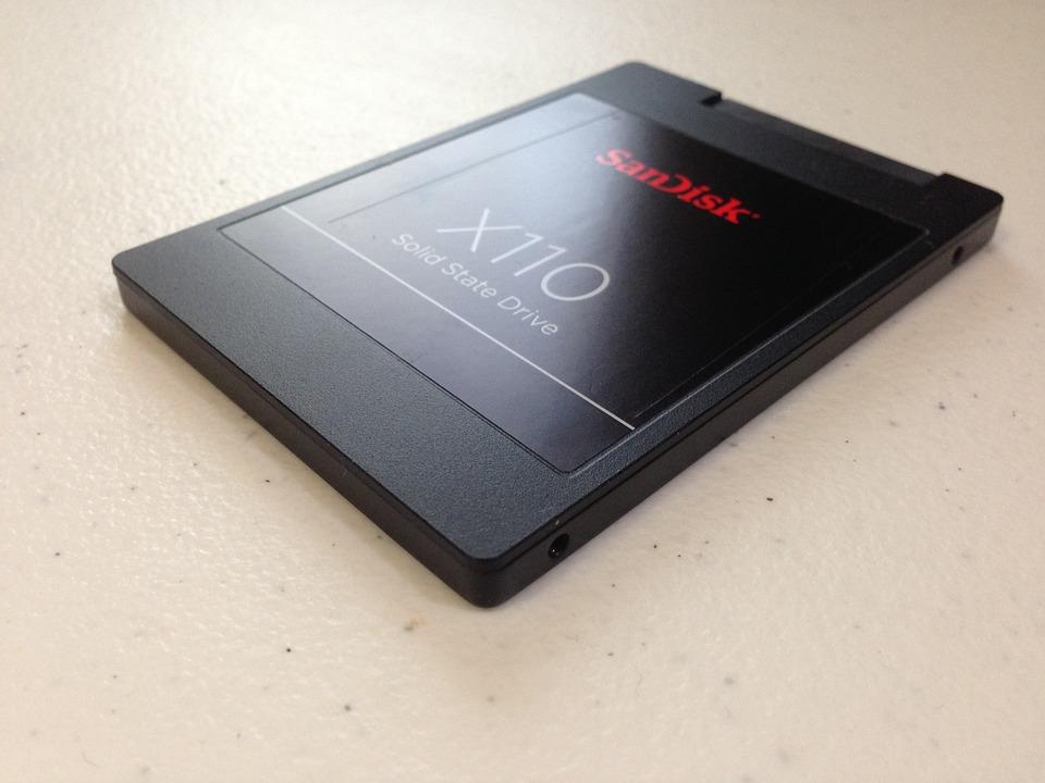 Utiliser un disque dur SSD : est-ce une bonne idée ?